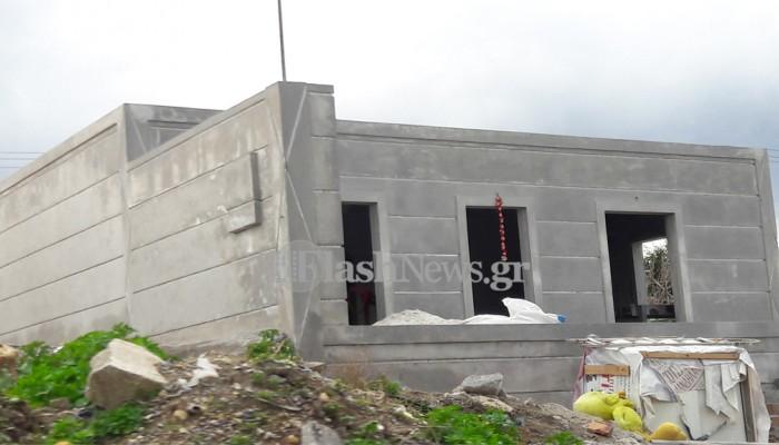 Η Λότζια ψάχνει λύση για τον καταυλισμό και οι αθίγγανοι... χτίζουν σπίτια!