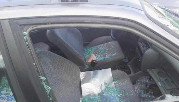 Γυαλιά - καρφιά αυτοκίνητο σε ακινησία στα Παχιανά (φωτο)