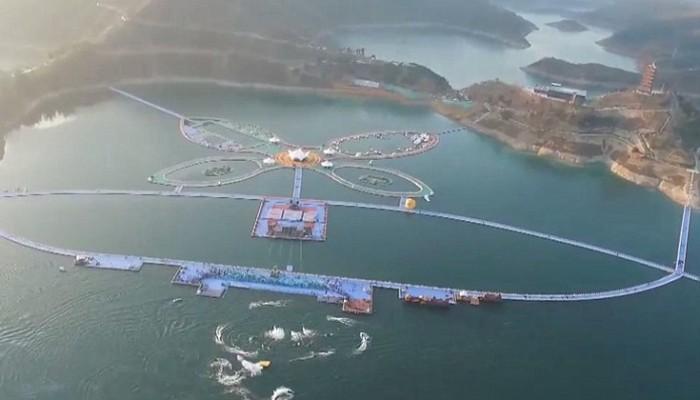 Το εντυπωσιακό πλωτό πάρκο της Κίνας