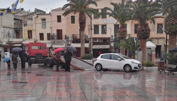 Πήγαν Θεοφάνεια και πάρκαραν μπροστά από τη Μητρόπολη... Ήρθε γερανός