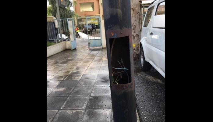 Ένα επικίνδυνο σημείο στον προαύλιο χώρο του ΙΚΑ στα Χανιά