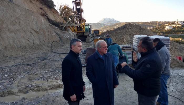 Στο έργο ενίσχυσης του πρανούς στην περιοχή Κορώνη – Μαγαρά ο Δήμαρχος