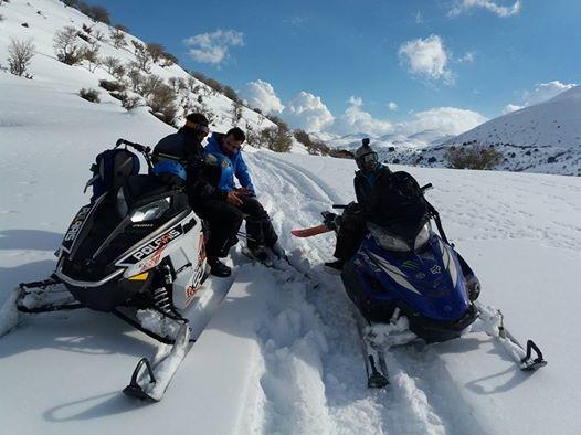 Οργώνουν τον Ψηλορείτη με snowmobil και snowboard (φωτο & βίντεο)