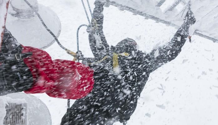 Τεχνικοί COSMOTE: Μάχη με τα χιόνια για να υπάρχει σήμα στο κινητό