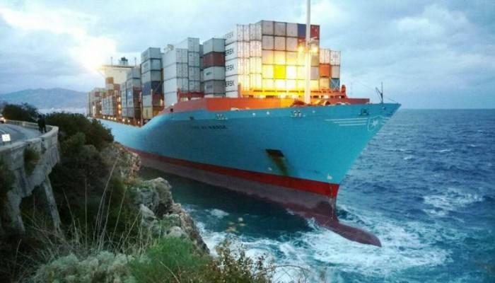 Πλοίο 366 μέτρων στη Νότια Ιταλία παραλίγο να