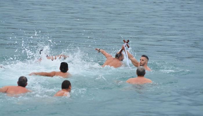 Με λαμπρότητα εορτάστηκαν τα Θεοφάνεια στο λιμάνι της Σούδας (βίντεο-φωτο)