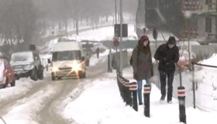 Χάος έχουν προκαλέσει οι χιονοθύελλες στα Βαλκάνια