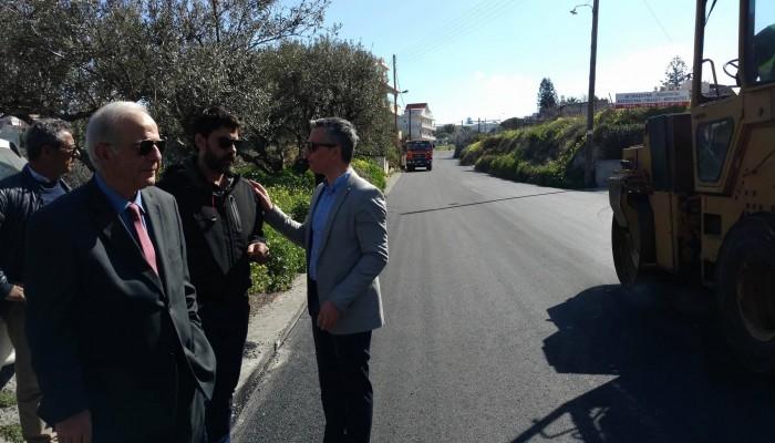 Στις εργασίες ασφαλτόστρωσης της οδού Μαυσώλου ο Δήμαρχος Ηρακλείου