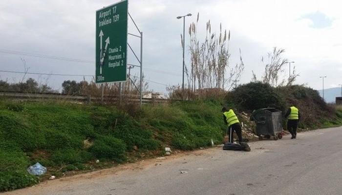 Εργασίες καθαρισμού στις παράλληλες οδούς της Εθνικής