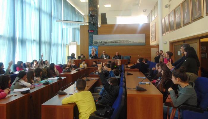 Μαθητές Δημοτικού Σχολείου στο Δημαρχείο Ρεθύμνου