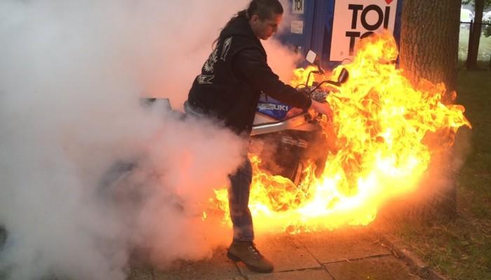 Μηχανή εν κινήσει τυλίχθηκε στις φλόγες κοντά στην Ακρωτηρίου
