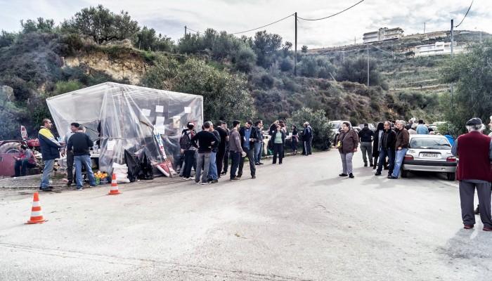 Μετά την Αθήνα παραμένουν στο μπλόκο αγρότες και κτηνοτρόφοι των Χανίων