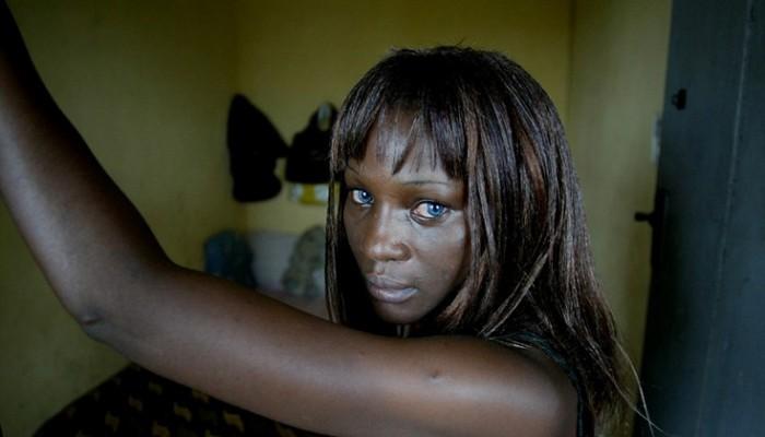 14χρονα κορίτσια από την Νιγηρία επιβιώνουν προσφέροντας το κορμί τους