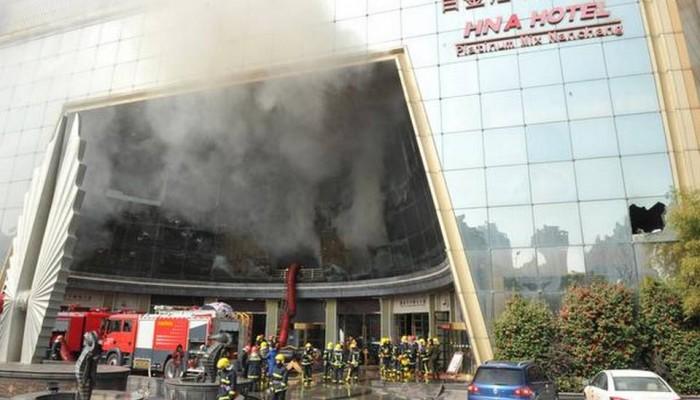 Τρόμος στην ανατολική Κίνα: «Λαμπάδιασε» ξενοδοχείο - Τουλάχιστον 10 νεκροί