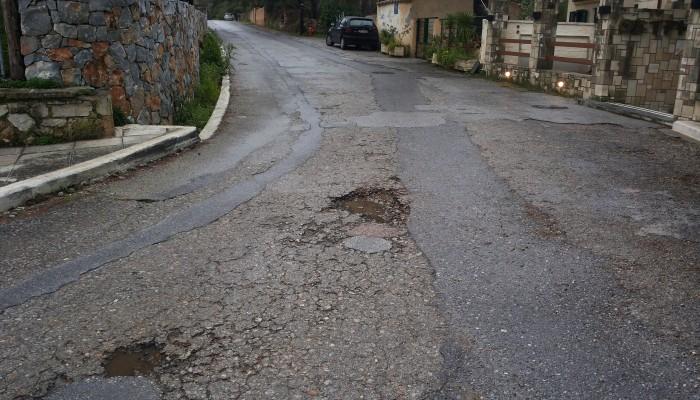 Αυτή είναι η κατάσταση των δρόμων στους τάφους των Βενιζέλων