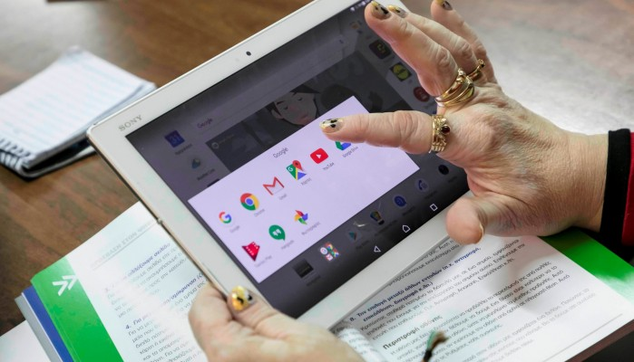 Η COSMOTE φέρνει άτομα μεγαλύτερης ηλικίας κοντά στις ψηφιακές τεχνολογίες