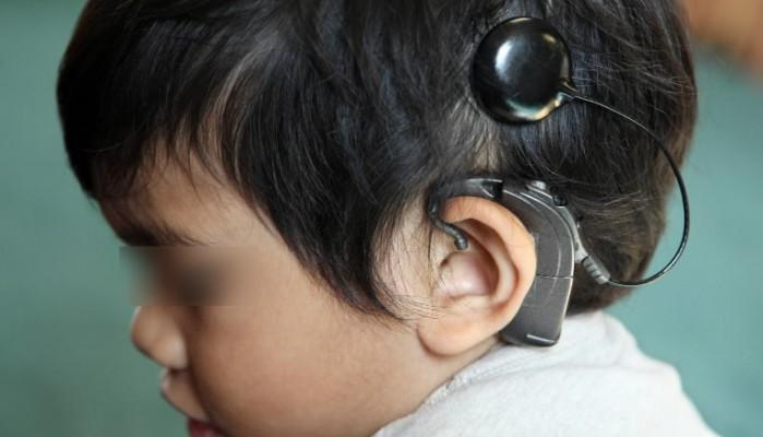 Μικρό ανασφάλιστο παιδί στην Κρήτη ακούει ξανά χάρις στην αγάπη του κόσμου
