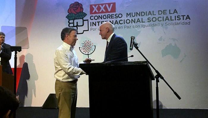 H επανεκλογή Γ.Παπανδρέου στην Προεδρία της Σοσιαλιστικής Διεθνούς