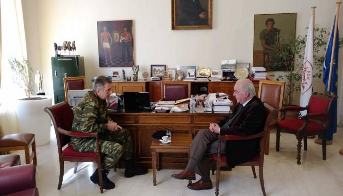 Εθιμοτυπική επίσκεψη του νέου διοικητή της ΣΕΑΠ στον Δήμαρχο Ηρακλείου