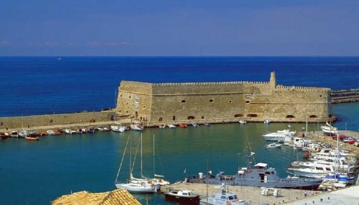 Ηράκλειο: Δεμένο το πλοίο λόγω χρεών