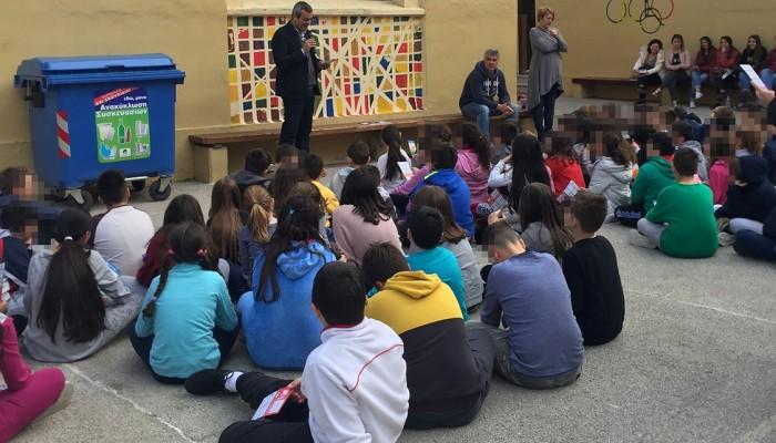 Οι μαθητές μαθαίνουν για τα νέα ρεύματα ανακύκλωσης