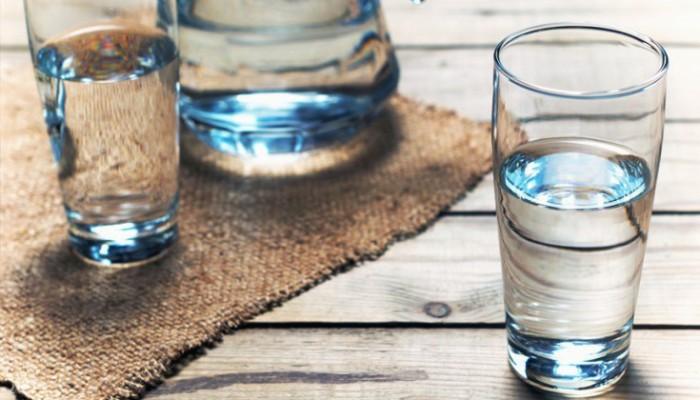 Οι διαφορές σε επιτραπέζιο και μεταλλικό νερό