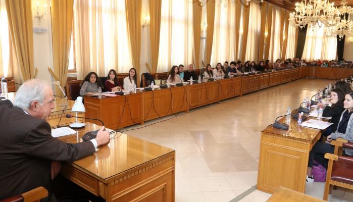Συνεδρίασε το πρώτο Δημοτικό Συμβούλιο Εφήβων στον Δήμο Ηρακλείου