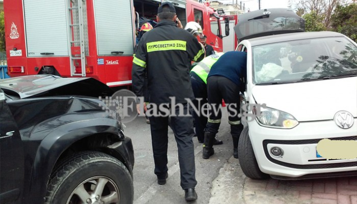 Εγκλωβισμένος οδηγός σε τροχαίο ατύχημα στα Χανιά (φωτο)