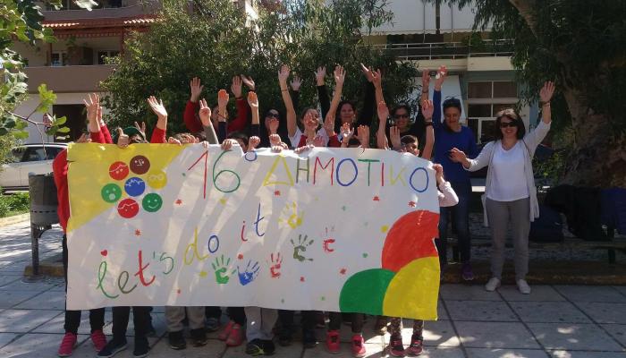 Μαθητές καθάρισαν το πάρκο στην Παρασκευοπούλου (φωτο)