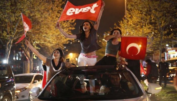 Τι ξημερώνει σε Τουρκία και Ευρώπη μετά την οριακή νίκη του Ερντογάν