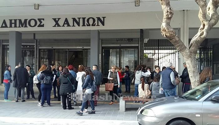 Αδιέξοδο το Πάσχα για τους απλήρωτους εργαζόμενους του δήμου Χανίων