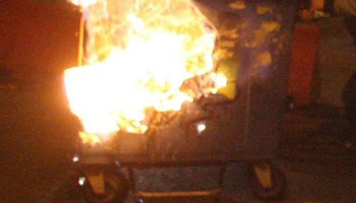 Τις εμπρηστικές επιθέσεις σε κάδους καταδίκασε ο δήμαρχος Χανίων