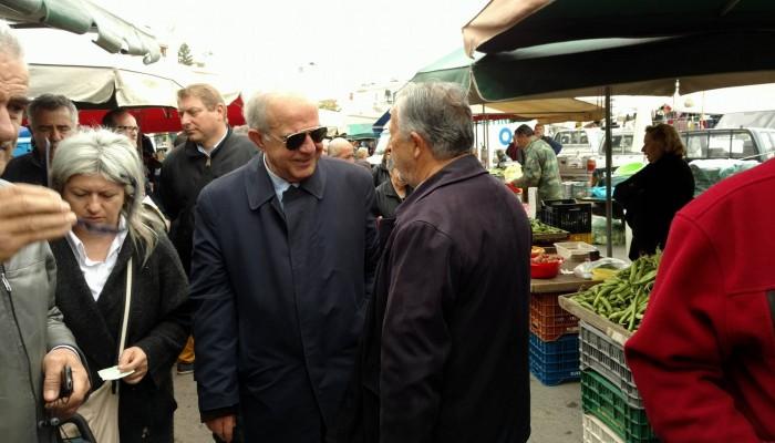 Στην λαϊκή αγορά των Πατελών ο Δήμαρχος Ηρακλείου Βασίλης Λαμπρινός