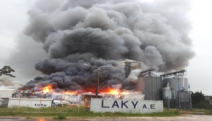 Μεγάλη πυρκαγιά στο εργοστάσιο της εταιρείας ΒΙΚΥ