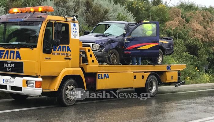 Ανατροπή αυτοκινήτου με εγκλωβισμό οδηγού στα Χανιά (φωτο)