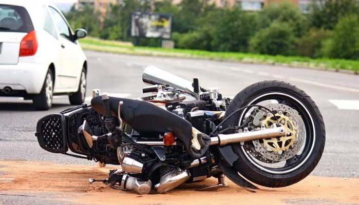 Χτύπησε και σκότωσε με το αυτοκίνητό του μοτοσικλετιστή και τον εγκατέλειψε