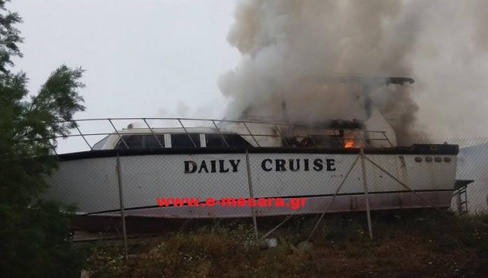 Πυρκαγιά σε παροπλισμένο σκάφος στον Κόκκινο Πύργο Ηρακλείου
