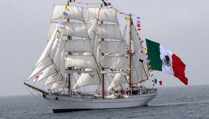 Ιστιοφόρο του μεξικανικού Πολεμικού Ναυτικού στο λιμάνι της Σούδας