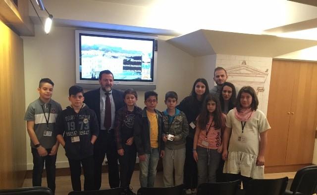 Στη Βουλή μαθητές του Ζάννειου Εκπαιδευτηρίου