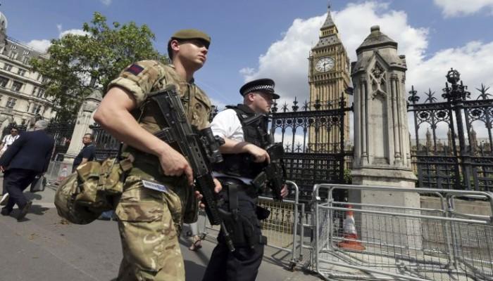 Ξετυλίγεται το κουβάρι του τρομοκρατικού δικτύου που χτύπησε το Μάντσεστερ