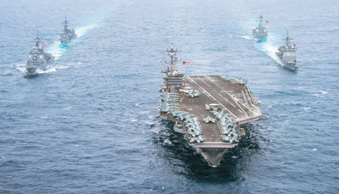 Καθαιρέθηκε ο κυβερνήτης αεροπλανοφόρου που ζητούσε εκκένωση του πλοίου λόγω κορωνοϊού