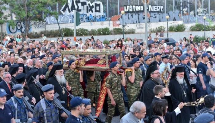 Στην Αθήνα αφίχθησαν το ιερό λείψανο της Αγίας Ελένης και ο Τίμιος Σταυρός