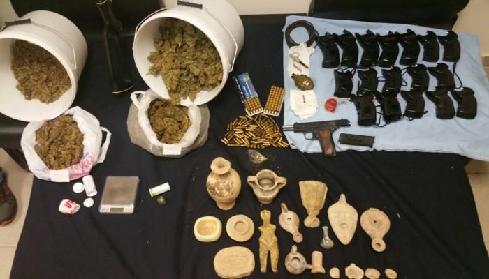 Χασίς κοκαΐνη και όπλα και... αρχαία στο σπίτι 56χρονου στο Ηράκλειο (φωτο)