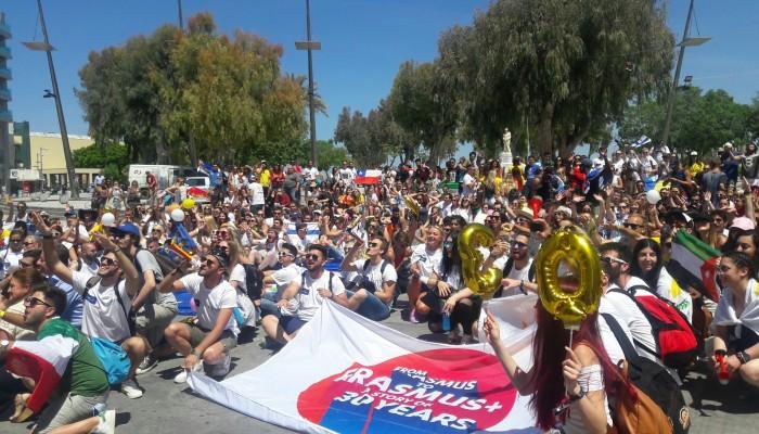 750 ξένοι φοιτητές γιόρτασαν στην καρδιά του Ηρακλείου