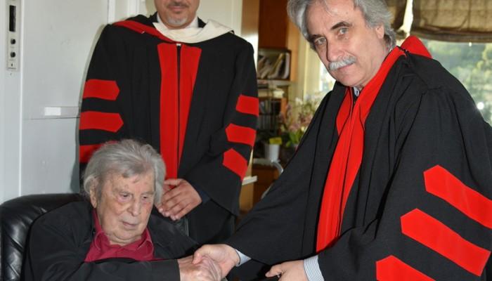 Αναγόρευση του Μ. Θεοδωράκη σε Επίτιμο Διδάκτορα του Ευρωπ. Παν/μίου Κύπρου