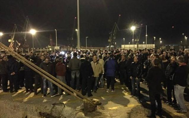 Στο λιμάνι το βράδυ οι αγρότες-Δεν θα αποχωρήσουν αν δεν φορτώσουν τα πλοία