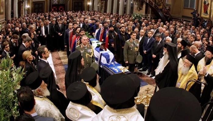 Μια κηδεία, ένα γιουχάρισμα και μια Ελλάδα που δεν αλλάζει ποτέ