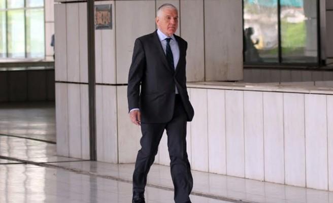 Αιφνιδιαστικός έλεγχος των εισαγγελέων διαφθοράς στο σπίτι του Παπαντωνίου