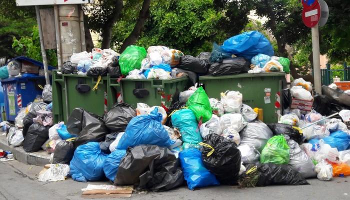 Γέμισε σκουπίδια το Ηράκλειο - Στην Αθήνα οι εργαζόμενοι στην καθαριότητα