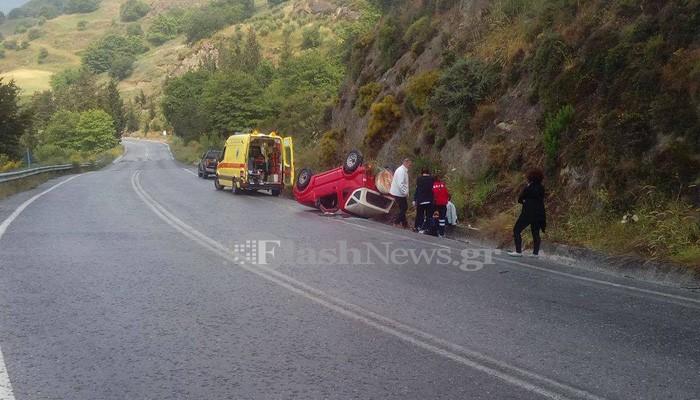 Ανατροπή αυτοκινήτου στον δρόμο προς το Σπήλι Ρεθύμνου (φωτο)